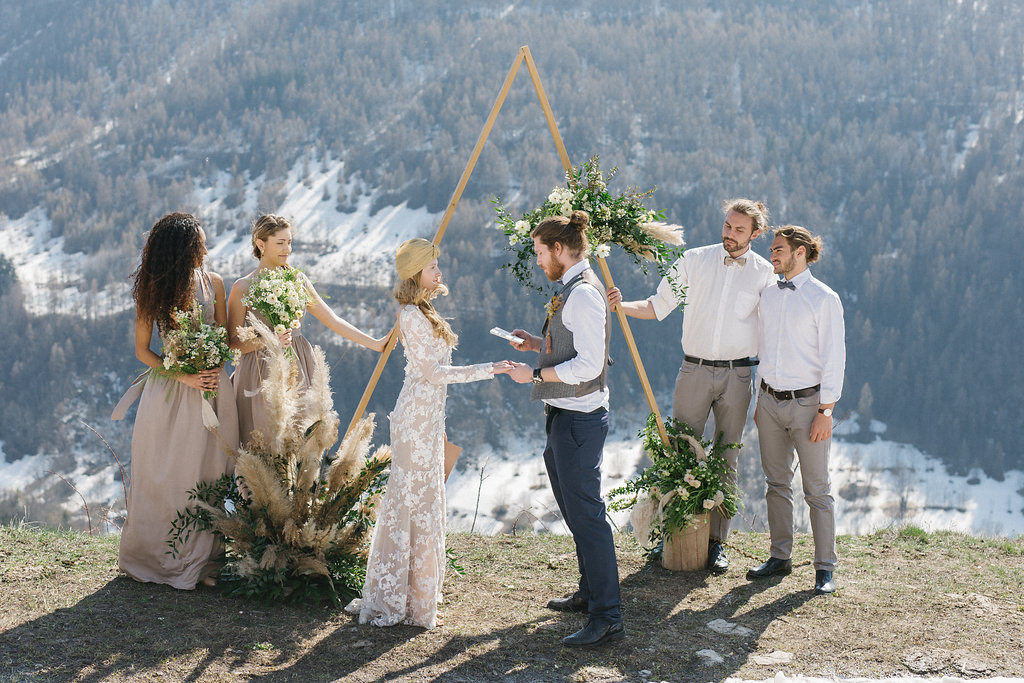 italian wedding with alpacas